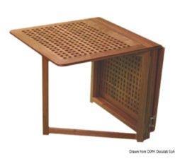 Tische und Stühle aus Teakholz